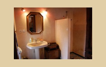 Bathroom of the Bayda room