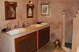 bathroom of the Medersa suite
