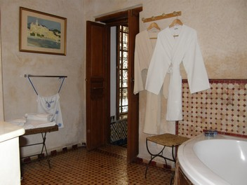 bathroom of the Nejjarine suite